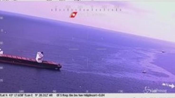 Corsica, la Guardia Costiera impegnata nel recupero del materiale inquinante
