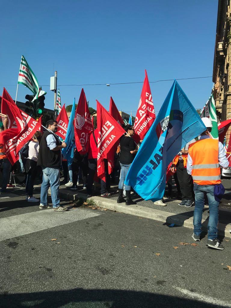 """Protesta degli operai del Terzo Valico: """"Toninelli sblocchi i lavori: in 400 rischiano il licenziamento"""""""