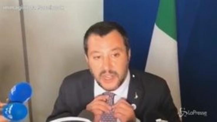 """Salvini invita a cena Juncker: situazione """"sobria"""" in un ristorante vegano"""