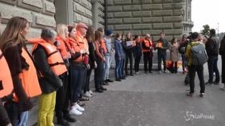 """""""Aquarius deve battere bandiera svizzera"""": la petizione firmata da 25mila persone"""