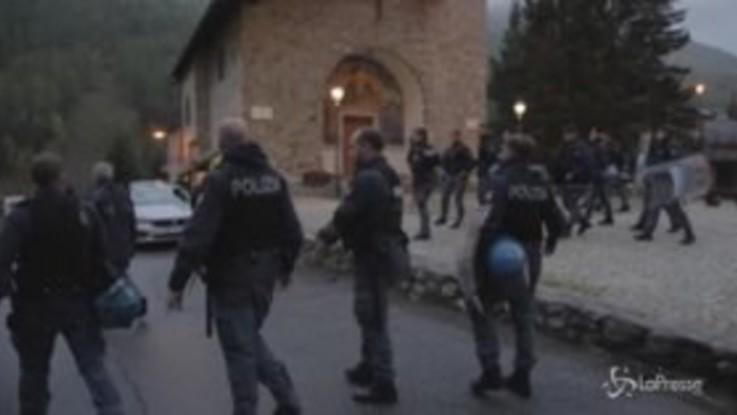 Claviere: sgomberata la chiesa dei migranti
