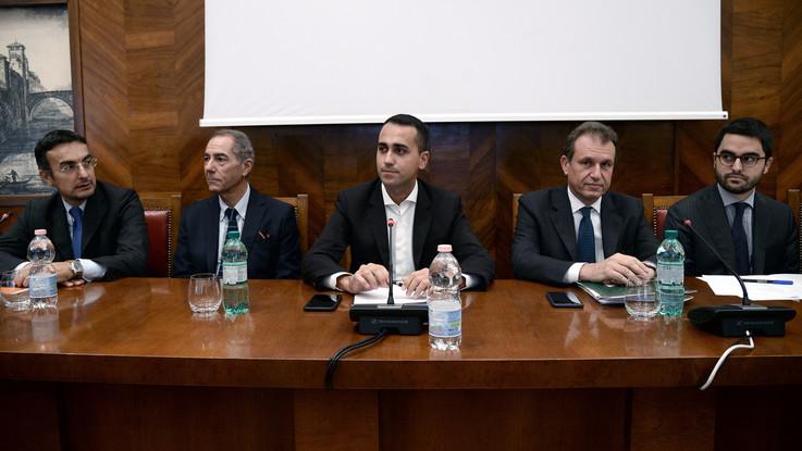 """Alitalia, Fs ufficializza interesse. Scontro Di Maio-Tria: """"Decide il Mef"""""""
