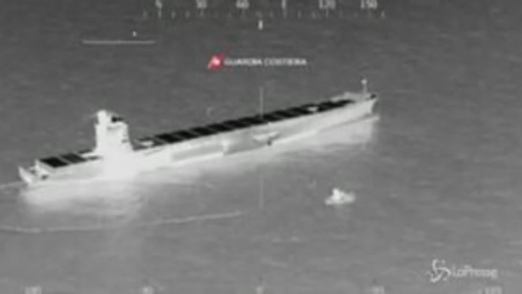 Corsica, allarme inquinamento dopo la collisione tra due navi