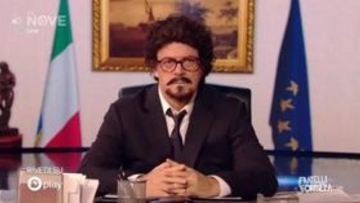 """Crozza-Toninelli in balia dei lapsus: """"Nell'ultima ora ho lavorato 12 ore"""""""