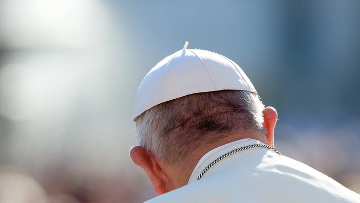 """Pedofilia, Papa Francesco 'spreta' due vescovi cileni: """"Decisione senza appello"""""""