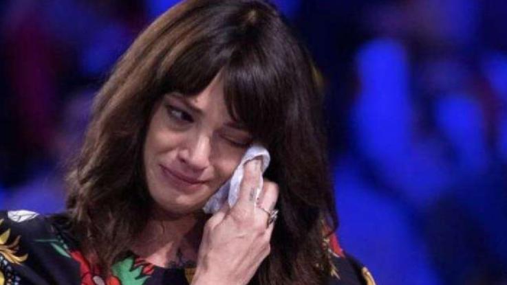 """Asia Argento, le lacrime per Anthony Bourdain: """"Non ho più nessuno che mi protegga"""""""