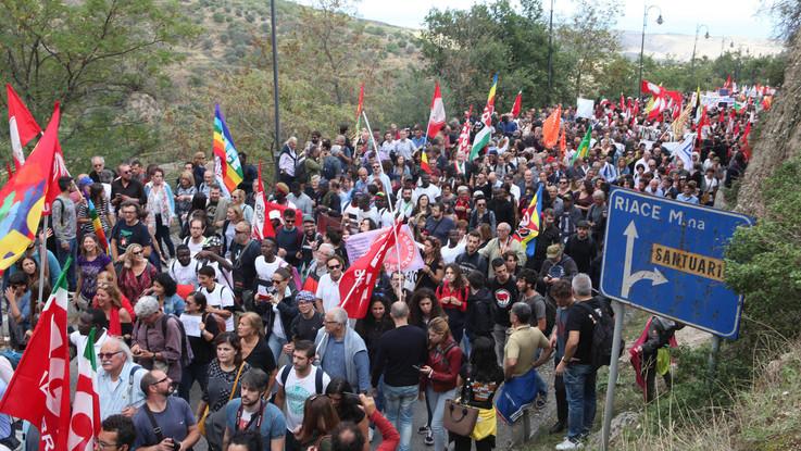 Dal Viminale stop al modello Riace: migranti trasferiti altrove