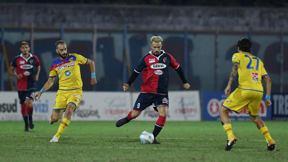 Casertana-Catania 1-1. In azione Antonio Floro Flores (Casertana FC) ©