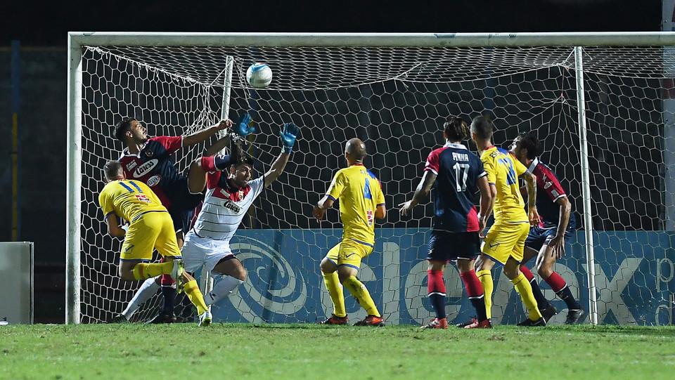 Casertana-Catania 1-1. Davis Curiale (Calcio Catania) realizza la rete dello 0-1 ©