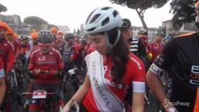Ciclismo, anche Miss Italia alla Granfondo Campagnolo Roma