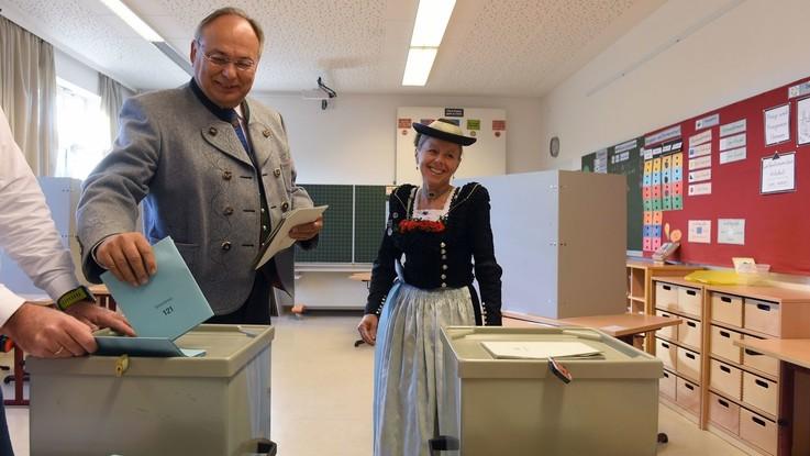 Baviera al voto, exit poll: Csu crolla al 35,5%, bene i Verdi 19%. Male Spd al 9,5% superato da Afd all'11%
