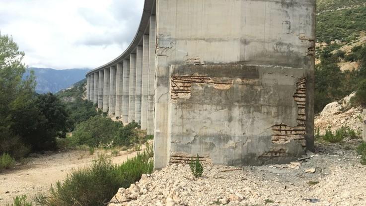 """Strada dei Parchi: """"Il rischio non sono i viadotti scrostati, ma il terremoto. Lo Stato dia il via libera ai lavori"""""""