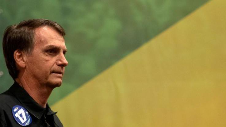 """Brasile, Bolsonaro: """"Se eletto estraderò Cesare Battisti in Italia"""". L'ex terrorista: """"Non è lui che decide"""""""