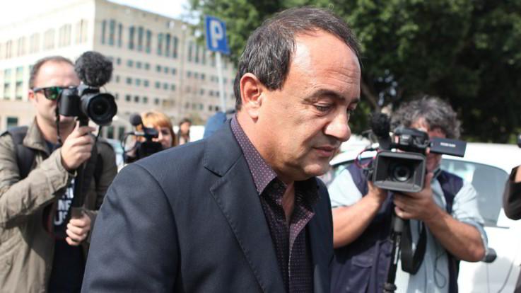 Revocati gli arresti domiciliari a Mimmo Lucano: disposto il divieto di dimora a Riace