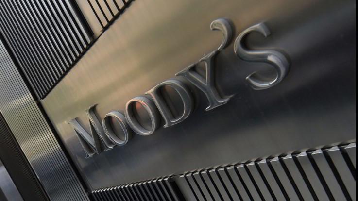 """Moody's taglia rating dell'Italia: declassata per """"mancanza di un piano di riforme per la crescita"""""""