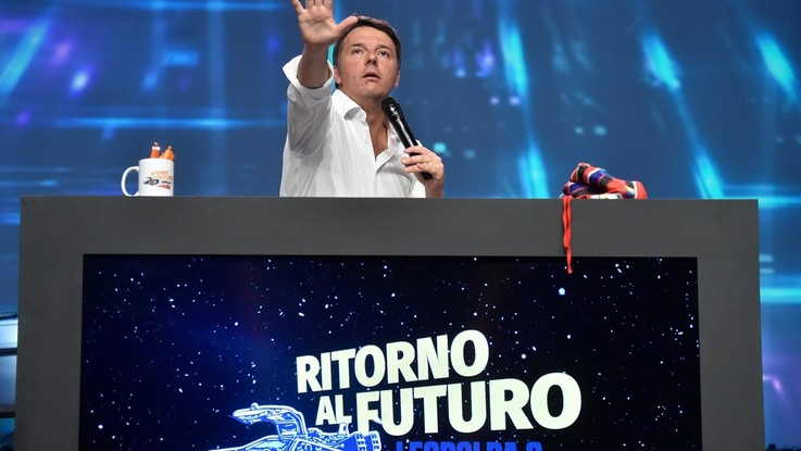 Leopolda, sul palco Renzi conduce show, ma con Minniti irrompe congresso Pd