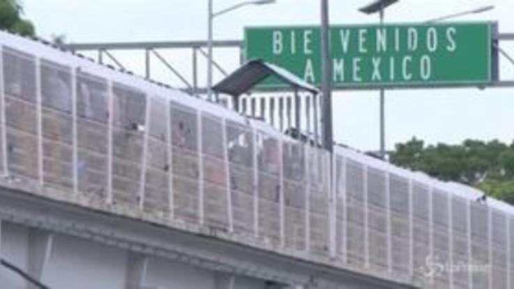 Carovana migranti: in 2mila entrano in Messico e riprendono la marcia verso gli Usa
