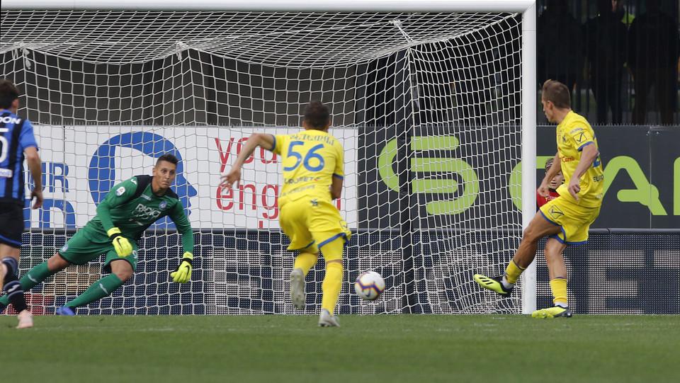 Birsa (Chievo) segna su calcio di rigore ©