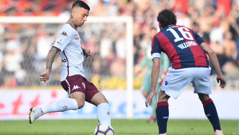 Armando Izzo (Torino FC) in azione contrastato da Andrea Poli (Bologna F.C.) ©
