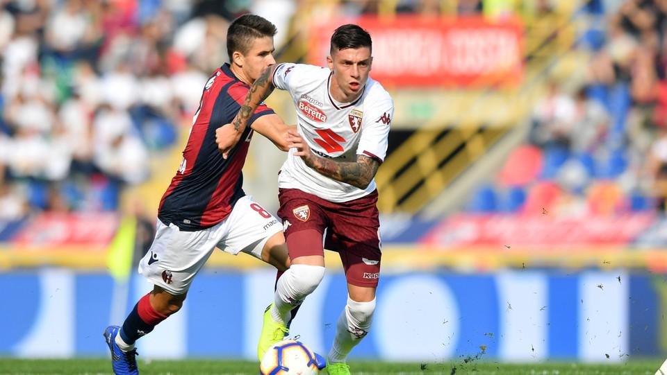 Daniele Baselli (Torino FC) in azione contrastato da Adam Nagy (Bologna F.C.) ©