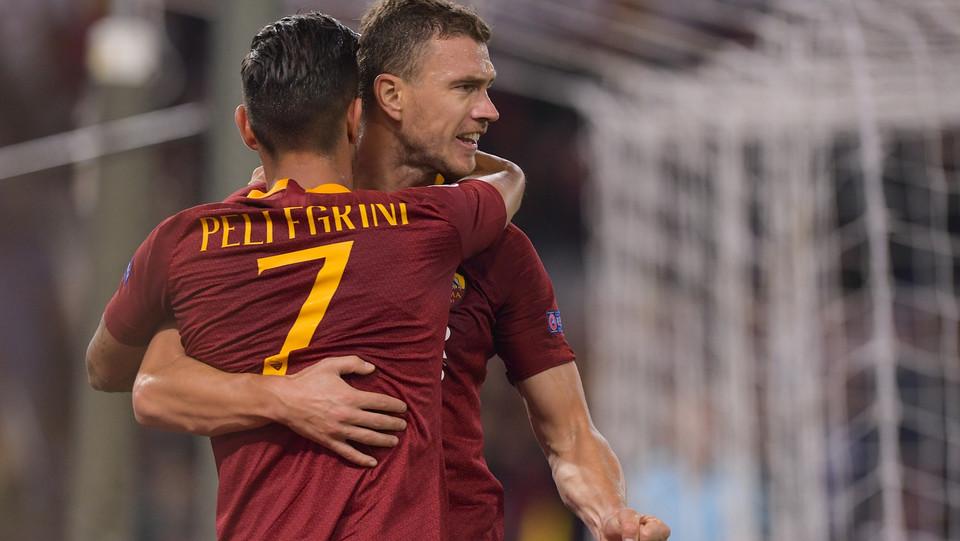 Dzeko e Pellegrini si abbracciano dopo il gol ©