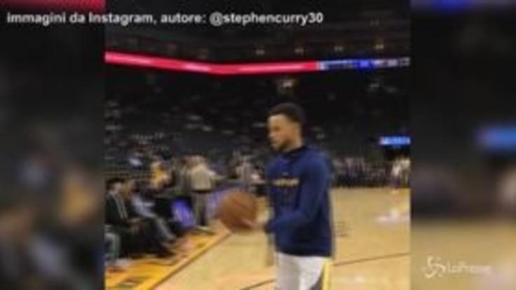 Nba, Steph Curry fenomenale anche a pallavolo