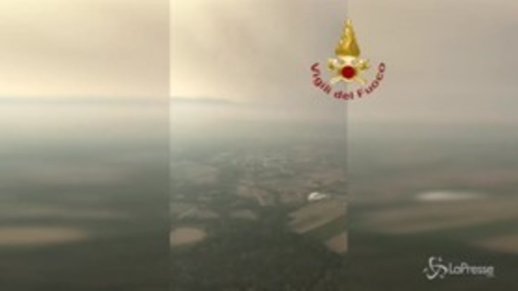 Belluno, incendio nell'Agordino: due giovani bloccati in quota