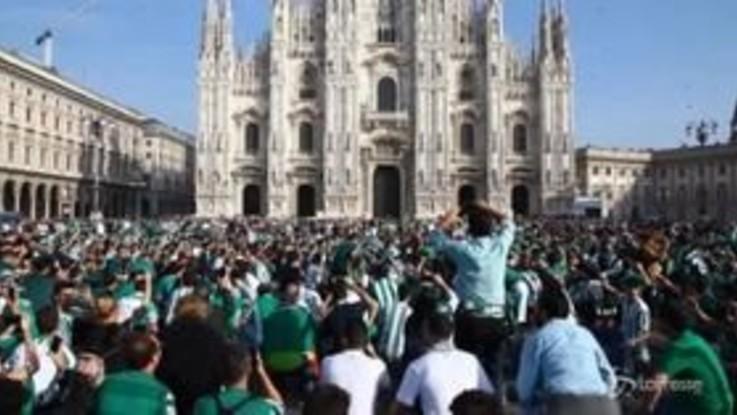 Milan-Betis, i tifosi spagnoli invadono piazza Duomo
