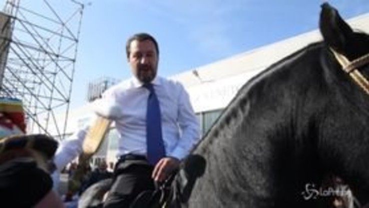 Verona, Salvini sale in sella e invita tutti a Fieracavallo
