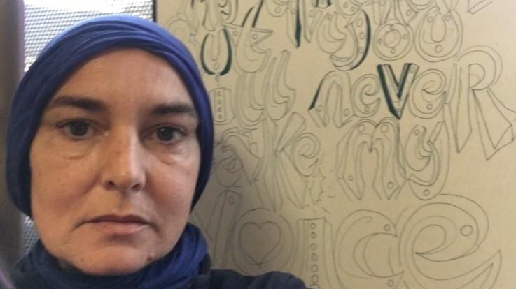 Sinead O'Connor abbraccia l'Islam e diventa Shuhada'