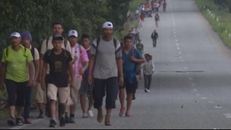 Carovana migranti, Trump vuole chiudere confine: pensa a un decreto