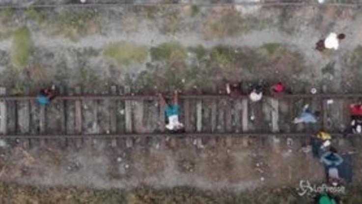 Migranti dal Messico: le immagini aeree della carovana