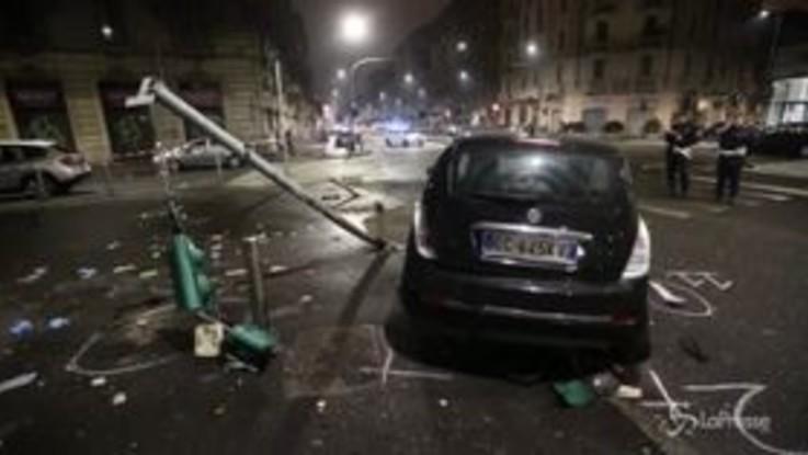 Milano, travolge due motociclisti e scappa