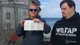 Attivista No Tap strappa tessera elettorale