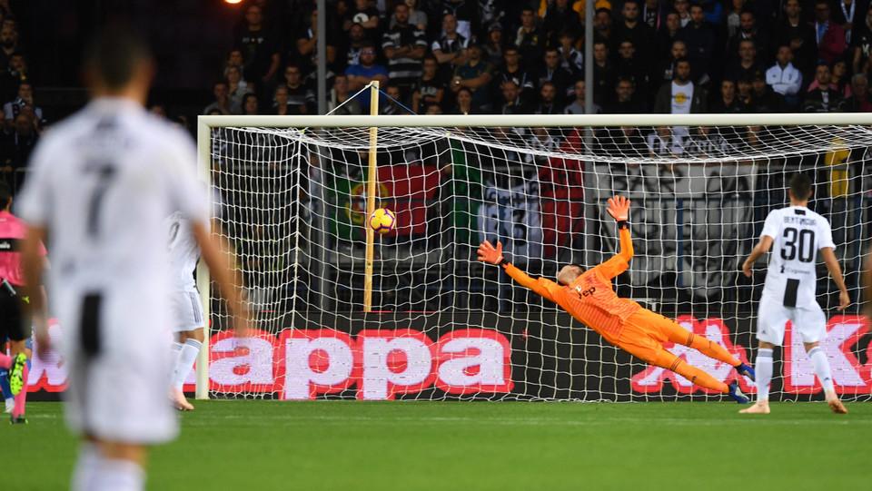 28' Caputo sorprende Szczesny e segna la rete che porta l'Empoli in vantaggio ©