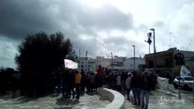 """Tap, protesta contro il M5s in Puglia: """"Dimettetevi"""""""