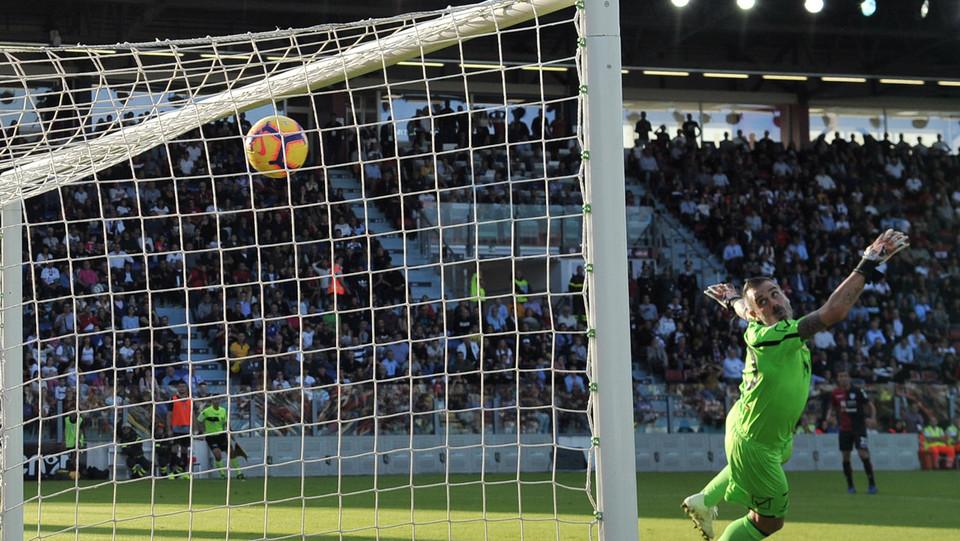 59' Raddoppio del Cagliari con un gol da grande distanza di Castro ©