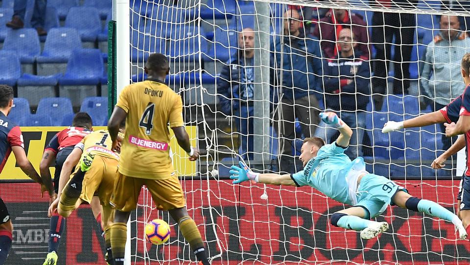 65' L'Udinese pareggia con un gol di testa di Lasagna che sorprende il portiere in basso a sinistra ©