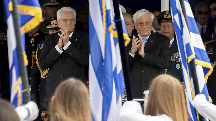 """Mattarella dalla Grecia: """"Avanti con Ue, non ripetere errori passato"""""""