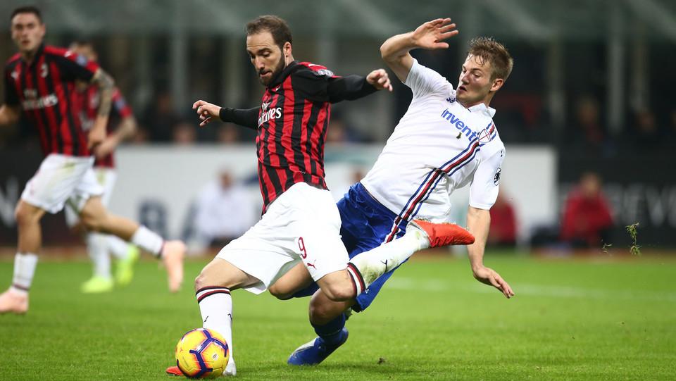 36' Splendido assist di Cutrone per Higuain, che la piazza in porta portando il Milan in parità ©
