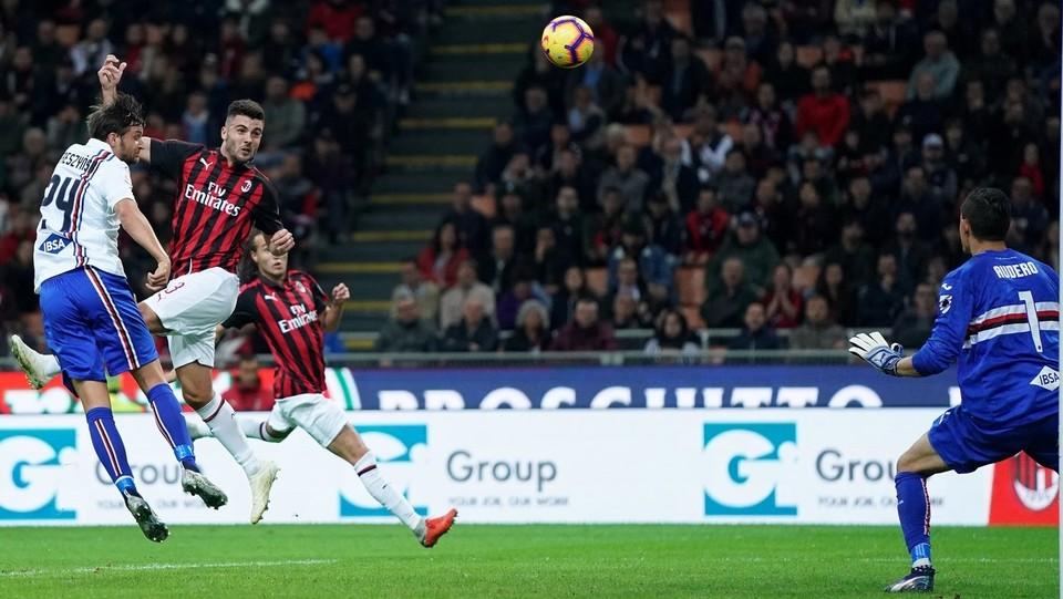 17' Cutrone raggiunge un cross di Suso e segna all'incrocio di sinistra. Milan in vantaggio ©