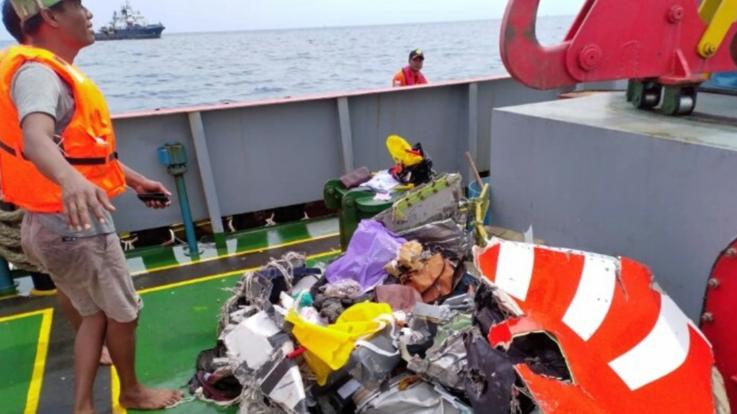 Indonesia, aereo precipita poco dopo il decollo: a bordo c'erano 189 persone
