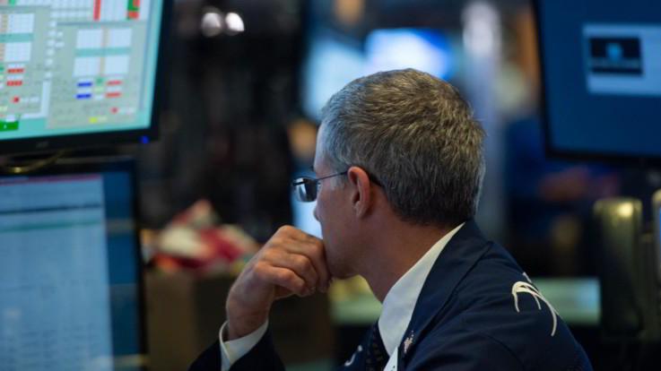 Borsa, Piazza Affari apre in forte rialzo, spread sotto i 300 punti