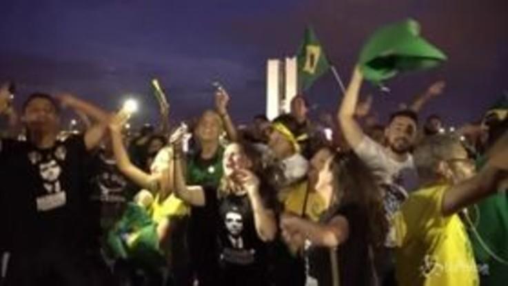 Brasile, i supporters di Bolsonaro in piazza per la vittoria