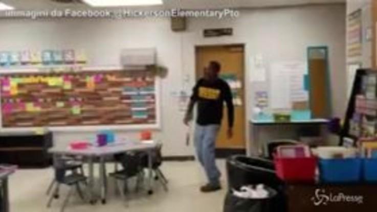 Festa a sorpresa per il custode della scuola non udente: Happy Birthday nella lingua dei segni