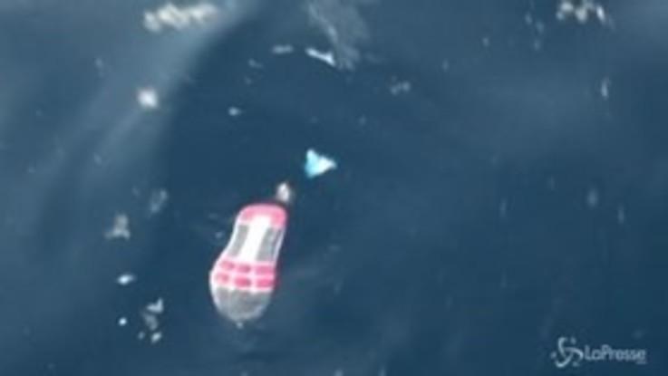 Indonesia, ciò che resta dell'aereo precipitato in mare