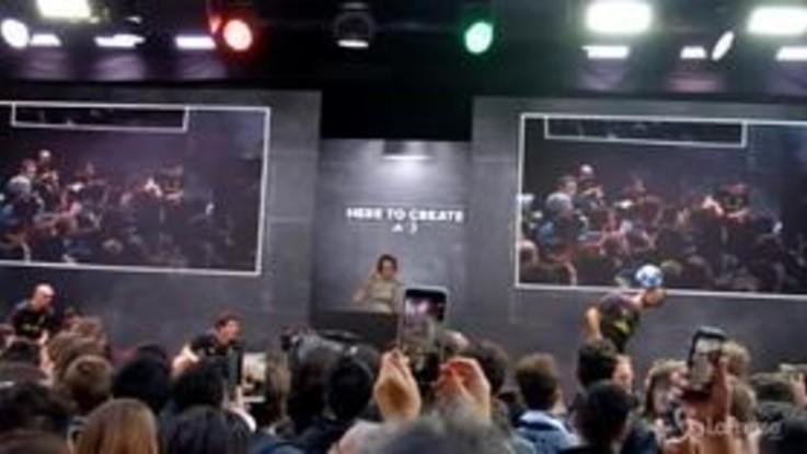 Bagno di folla per la Juventus all'Adidas store di Milano