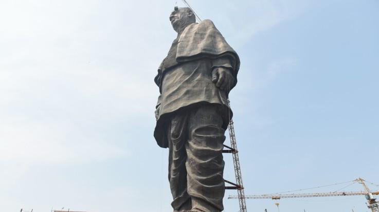 India, svelata la statua più alta del mondo in Gujarat: è alta 182 metri