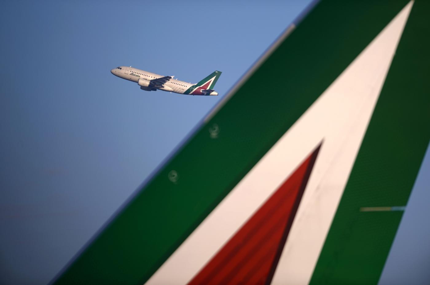 Fari di Bruxelles su Alitalia, chiesti chiarimenti sulla 'discontinuità'
