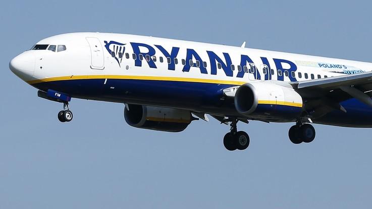 """""""Il bagaglio a mano a bordo deve essere gratis"""". L'Antitrust contro Ryanair e Wizz Air"""